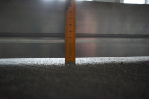 зазор между поверхностью и рейкой