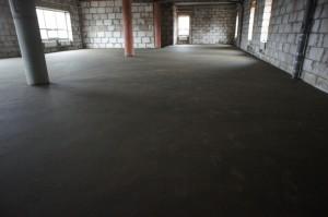 цементная стяжка в помещении