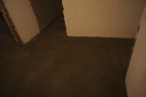 поверхность стяжки в коридоре