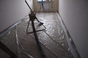 стяжка пола в квартире