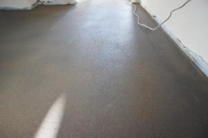 свежий цементно-песчаный слой