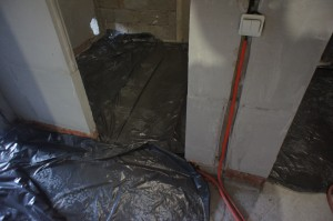 слой гидроизоляции в помещении