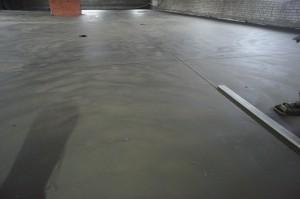 поверхность цементной стяжки пола