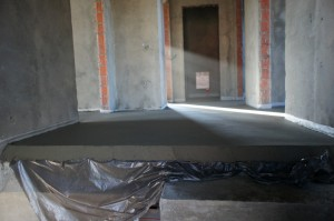 полусухая стяжка пола в частном доме