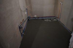 цементная стяжка в санузле